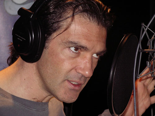 Antonio Banderas records with the RNO